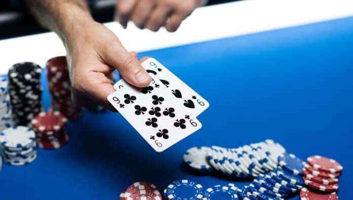 Hand first in showdown poker