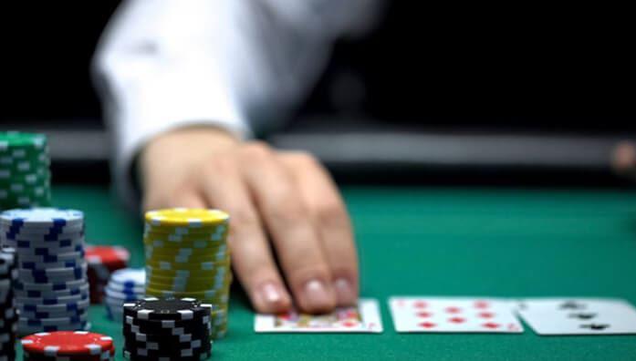 what is fold in poker